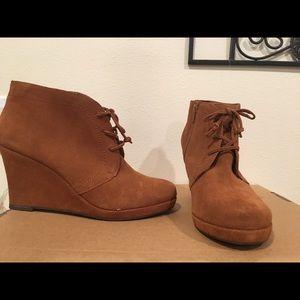 DV Dolce Vita brown booties